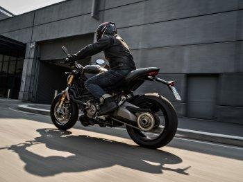 Ducati Monster 1200 S ra mắt phiên bản mới dành cho các tín đồ màu đen