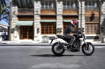 Honda CB300R giá 140 triệu đồng tại VN