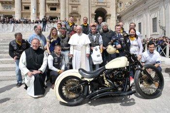 Đấu giá Harley Davidson có chữ ký của Giáo hoàng Francis trị giá khoảng 2,8 tỷ đồng