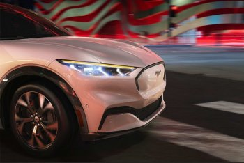Tại sao Ford mạo hiểm Mustang để đấu với Tesla