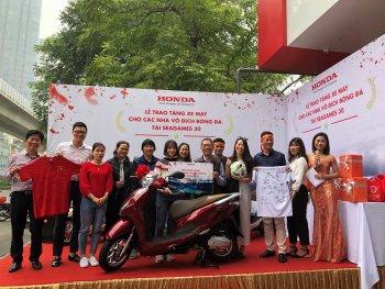 Xe máy Honda đã tới tay các tuyển thủ bóng đá Việt Nam