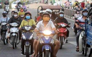 Dự luật xe máy phải bật đèn cả ngày gây nhiều tranh cãi