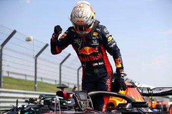 Chặng đua kỉ niệm 70 năm F1: Max Verstappen chấm dứt chuỗi chiến thắng của Mercedes