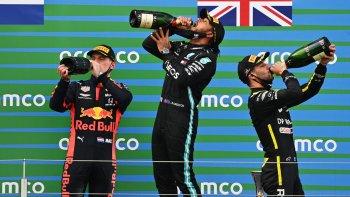 """Chặng 11 mùa giải F1 2020: Lewis Hamilton san bằng kỷ lục của """"huyền thoại"""" Michael Schumacher"""