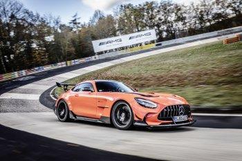 Xe thương mại Mercedes-AMG 2021 phá kỷ lục tốc độ trên đường đua Nurburgring