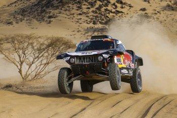 Tay đua kỳ cựu Carloz Sainz giành chiến thắng trong ngày Dakar Rally trở lại