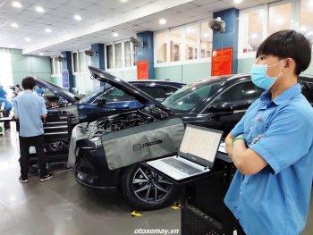 Sinh viên tham gia chương trình Car Service UniTour để thêm kinh nghiệm theo đuổi ngành ô tô